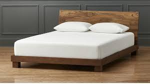 postele-drevene