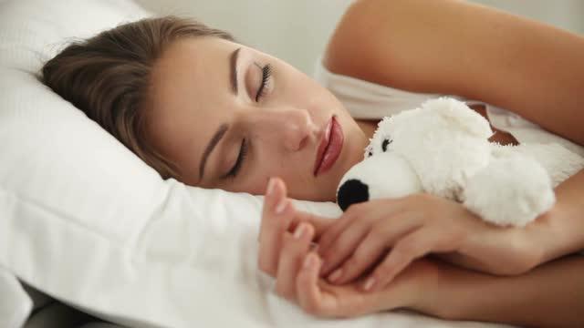 spanok-v-posteli